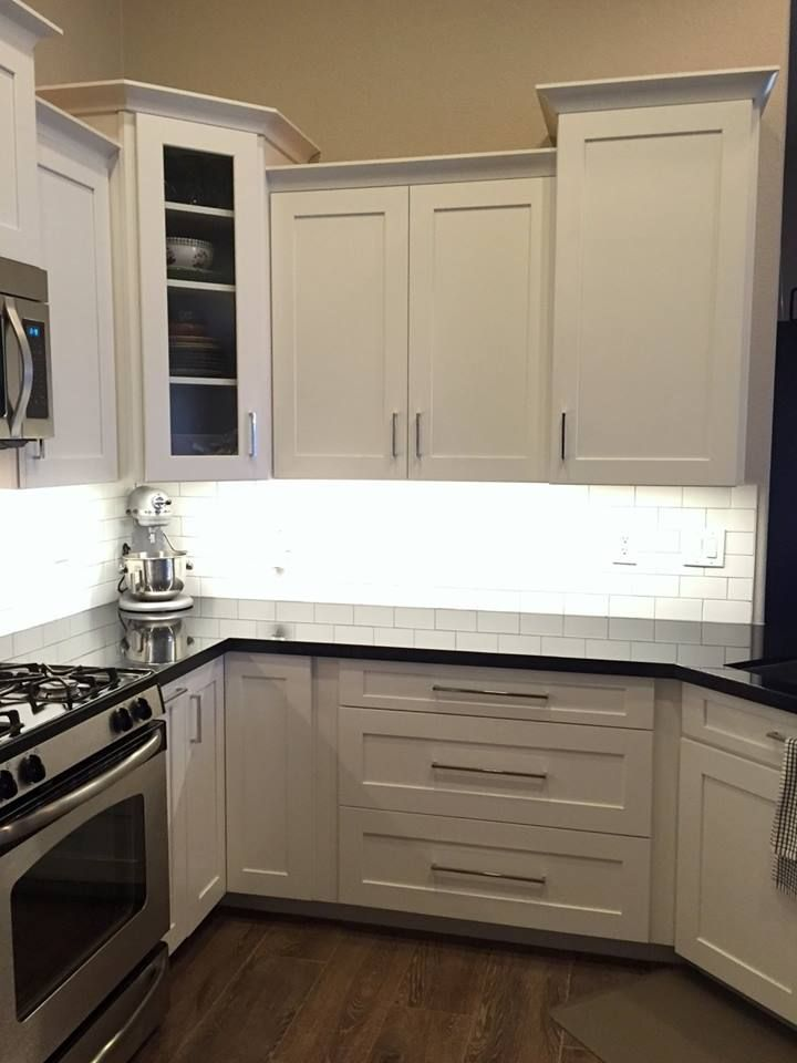 Waypoint Living Spaces Cabinetry Shown In 650f Shaker Door
