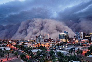 A monster dust storm barrels toward Phoenix, Ariz.  CREDIT: © Daniel Bryant/NGM. Haboob!