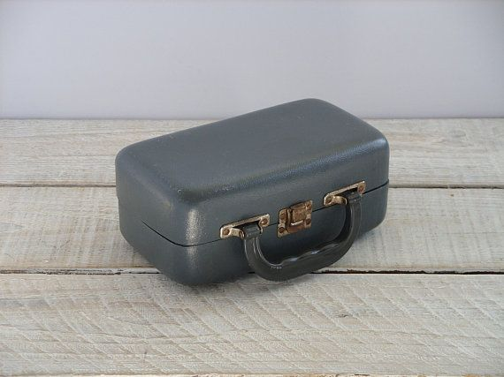 Vintage Small Gray Case ~ Molded Plastic Storage Box Latch and Handle ~ Menu0027s Grey Toiletry & Vintage Small Gray Case ~ Molded Plastic Storage Box Latch and ...
