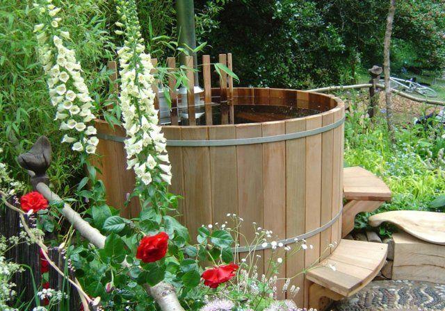 Badefass Garten Gestaltung Idee Treppe Sitzfläche Blumen - garten blumen gestaltung