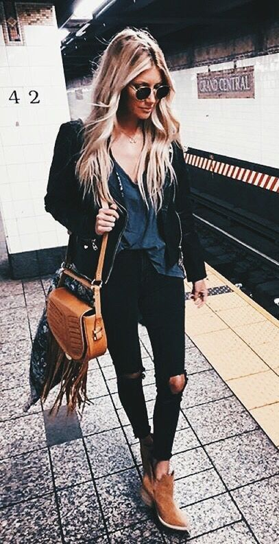black jeans. brown ankle boots.