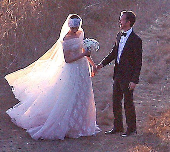 Anne Hathaway Wedding Dress: Anne Hathaway Wedding Dress Details