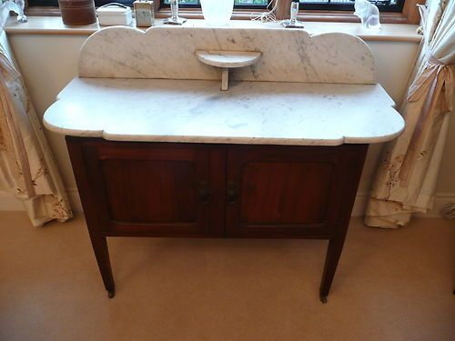 Victorian Marble Wash Stand on Cupboard: noen som har denne i Stavanger og vil selge meg den billig ?:-)