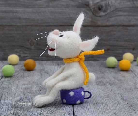Dell'ago infeltrita coniglietto bianco feltrata di NeighborKitty