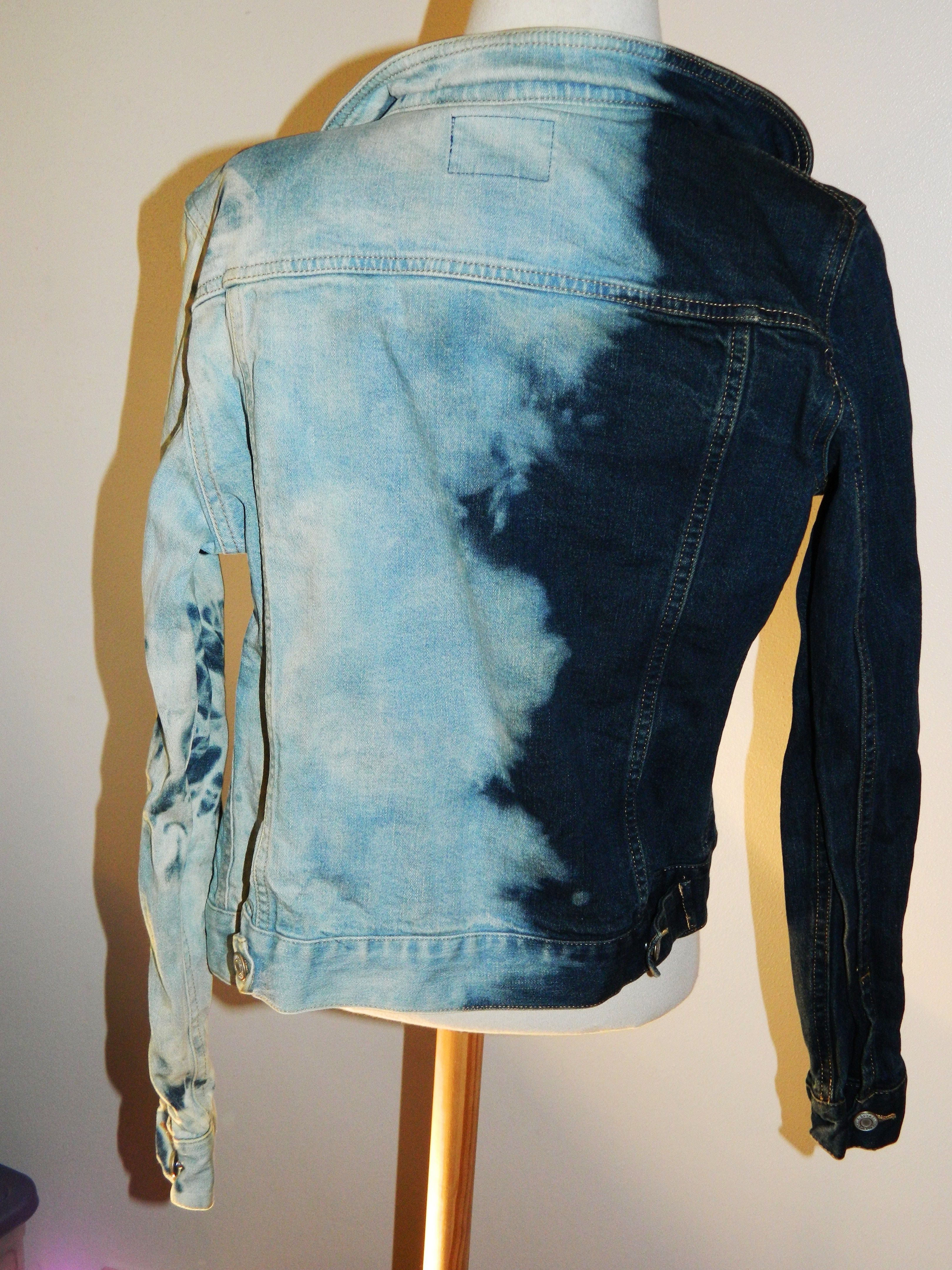 DIY  Tie-Dye Bleached Denim Jacket   DIY!!!!!!   Pinterest   Denim ... 67bdac0063
