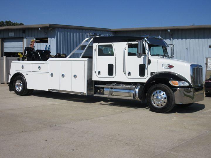 Peterbilt 330 Crew Cab W Century 4024 20 Ton Service Trucks