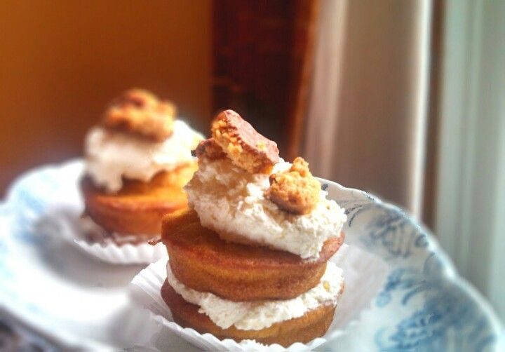 Potimarron cupcakes with cream and crunched praliné biscuits (by Mother Goutte)