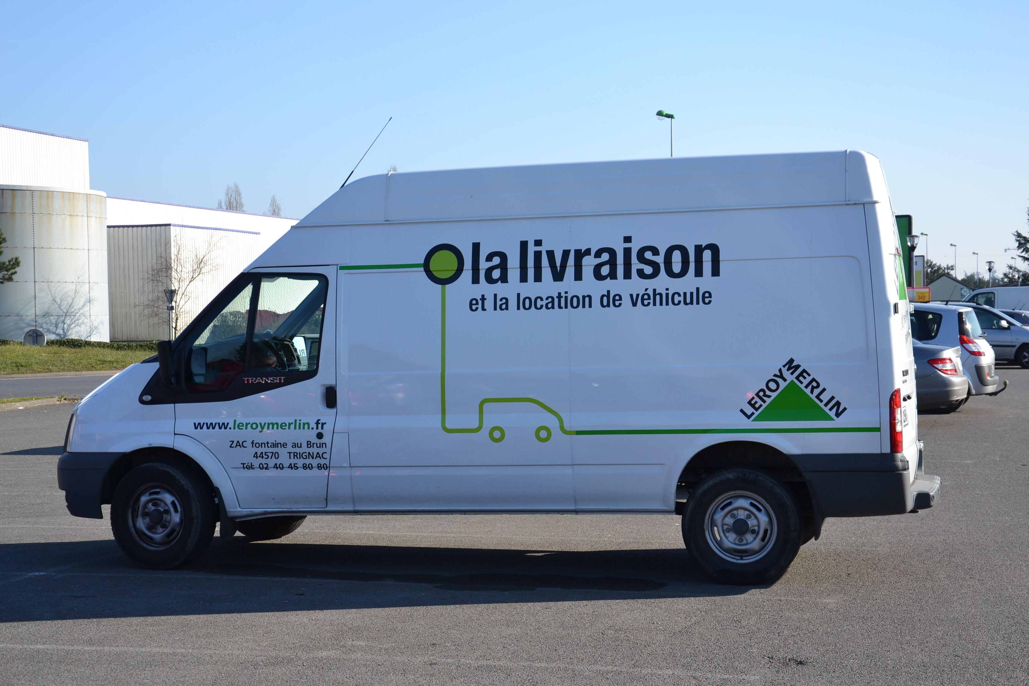 Service Livraison Camion Equipe Magasin Leroymerlintrignac