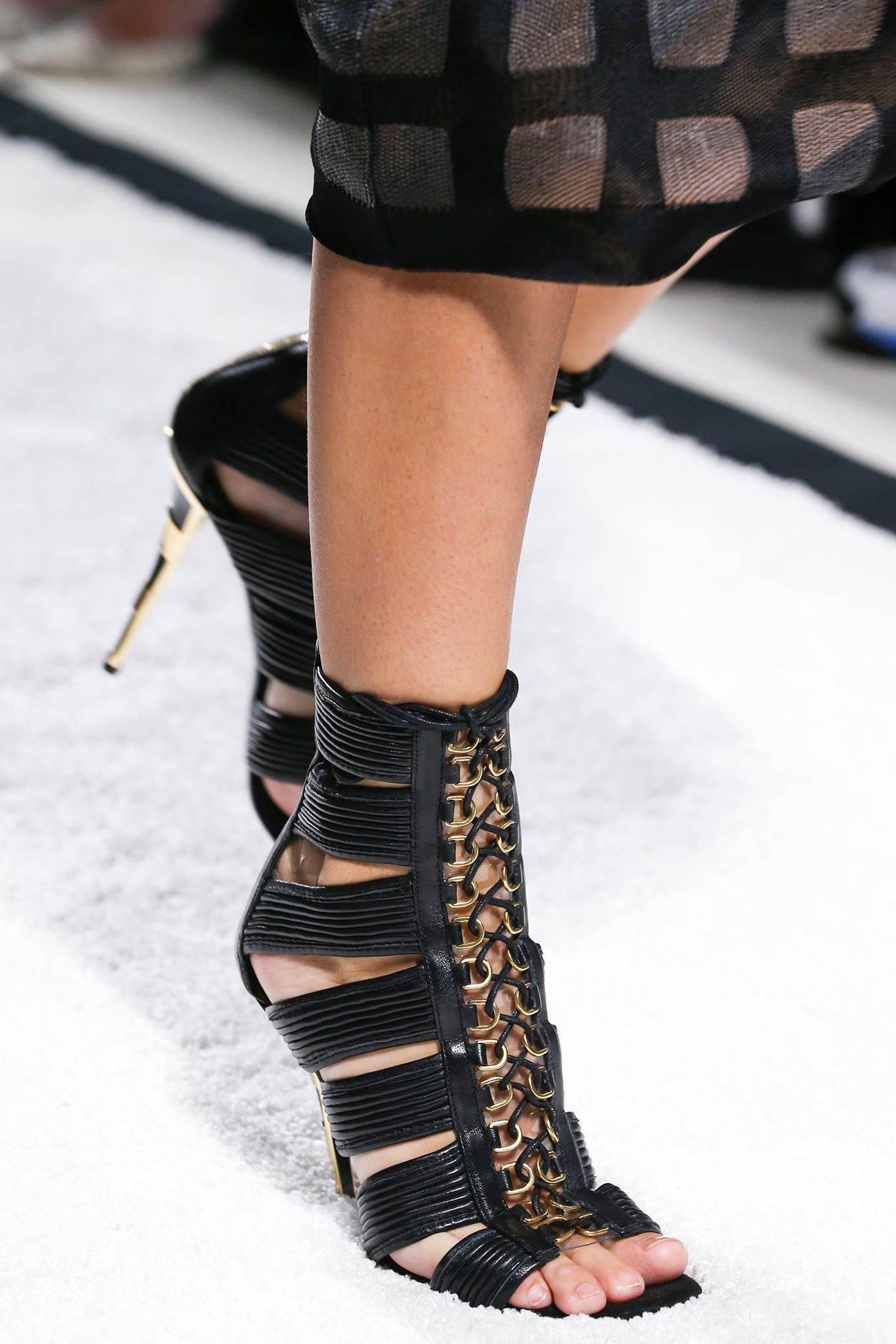Balmain Spring 2015 Ready-to-Wear - Details - Gallery - Look 19 - Style.com