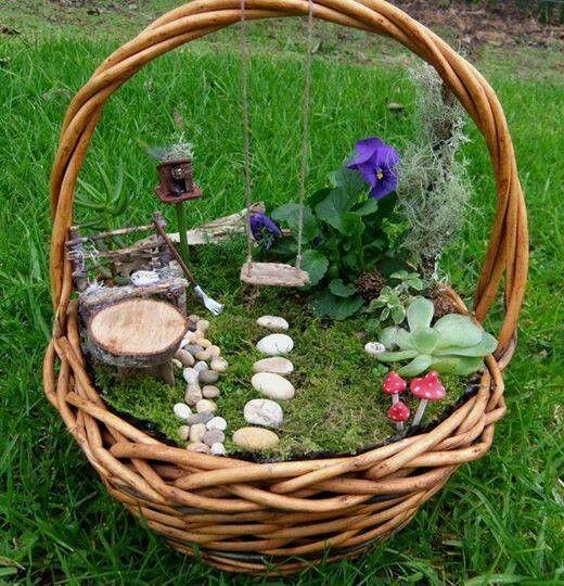 ce mini jardin dans un panier en osier serait un joli. Black Bedroom Furniture Sets. Home Design Ideas