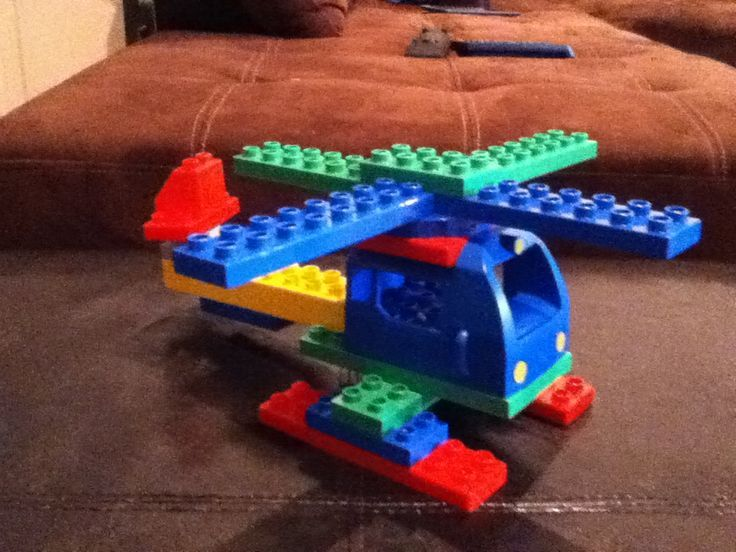 Here you can see a helicopter (helicopter) made of LEGO® Duplo, which was brought to us by BRICK ... - -