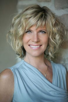 debbie boone hairstyles debbie boone google search short curly hairstyles for
