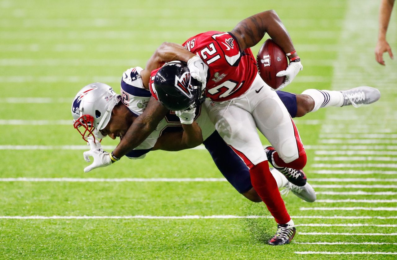 P Mohamed Sanu 12 Of The Atlanta Falcons Avoids A Tackle By Logan Ryan 26 Of The New England Patriots In The F Super Bowl 51 Super Bowl New England Patriots