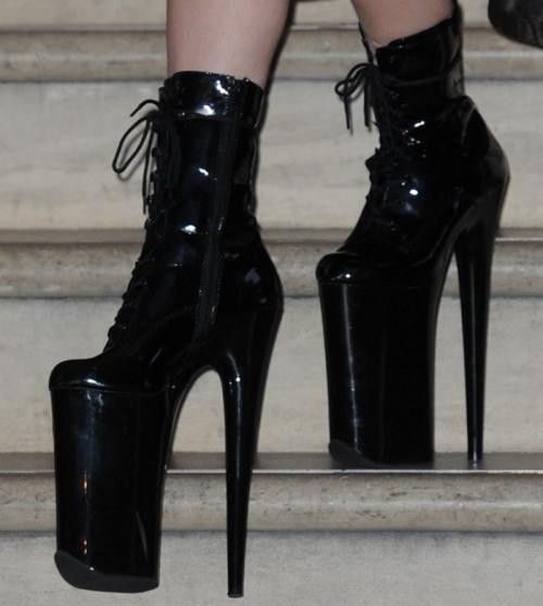 Pin Von Sonia Wleklinska Auf Fashion Hochhackige Stiefel Hochhackige Schuhe Stiefel