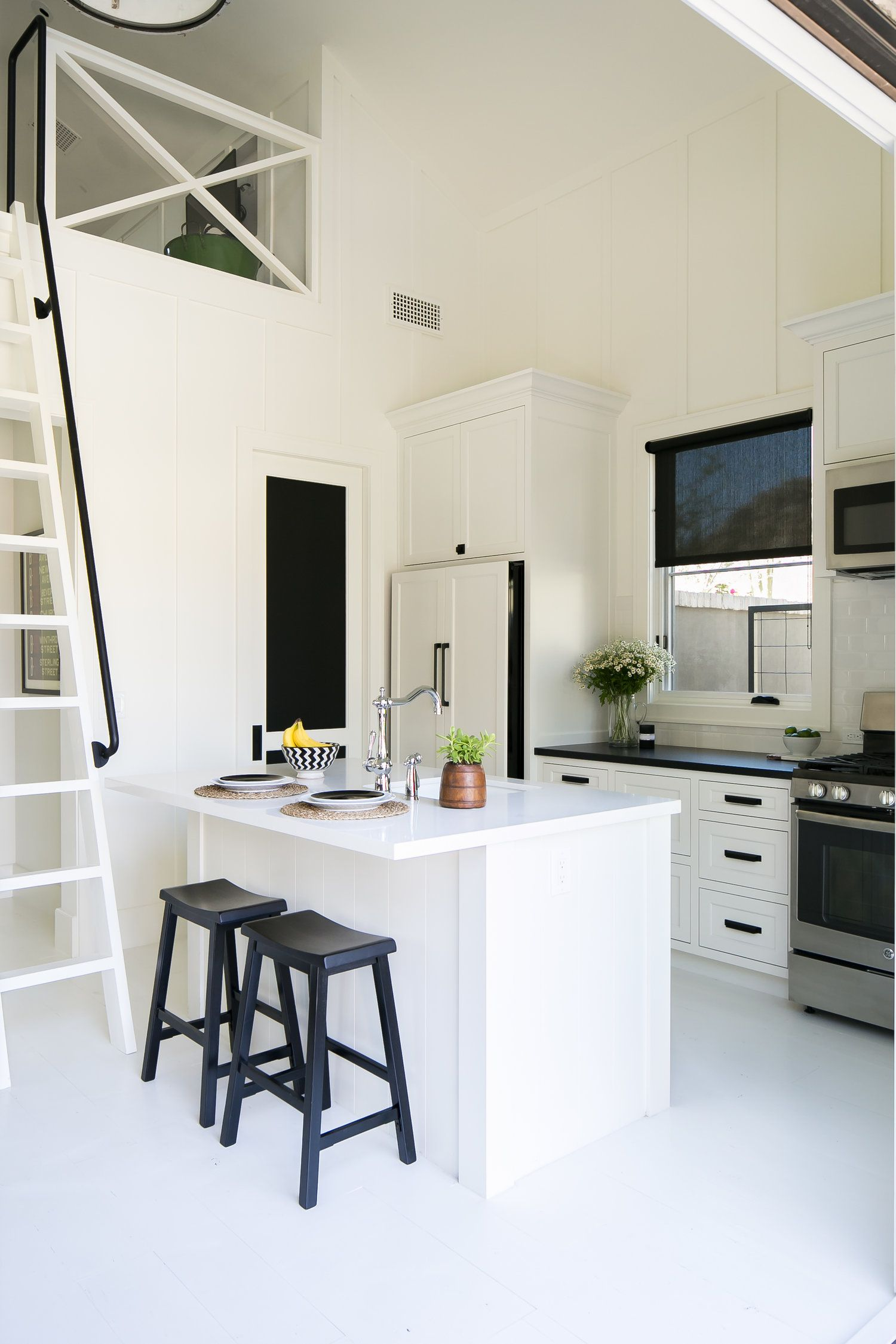 Pin by nicole diller on Kitchens-White | Dunn edwards ...