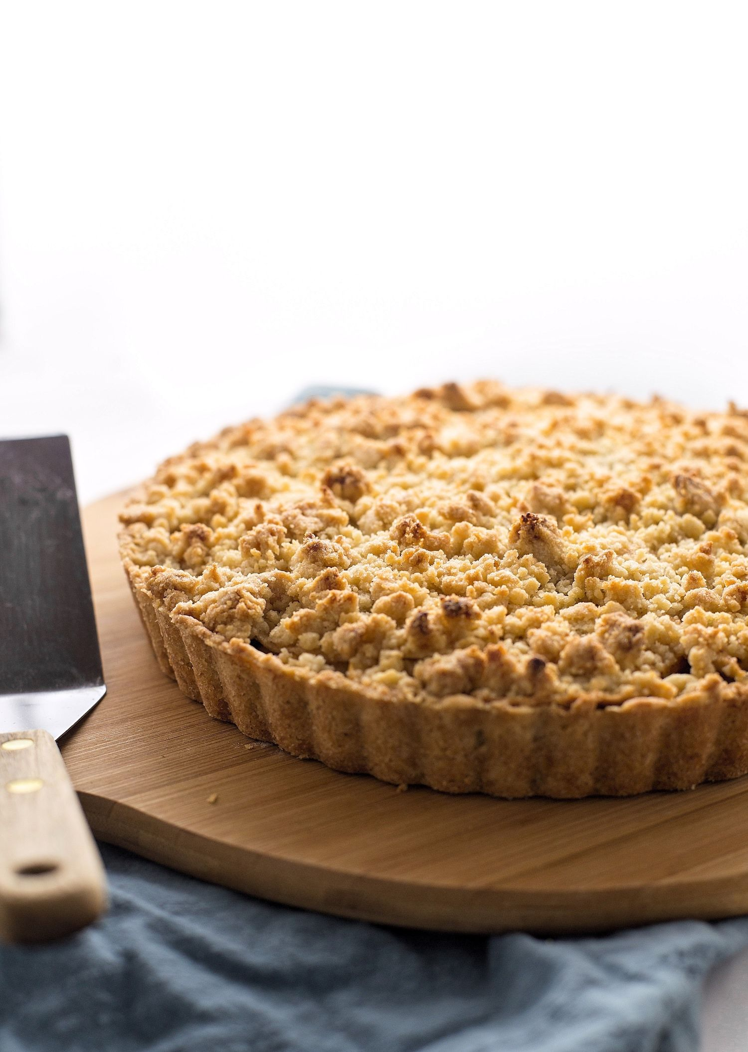 Apple Crumble Tart | Truffles and Trends