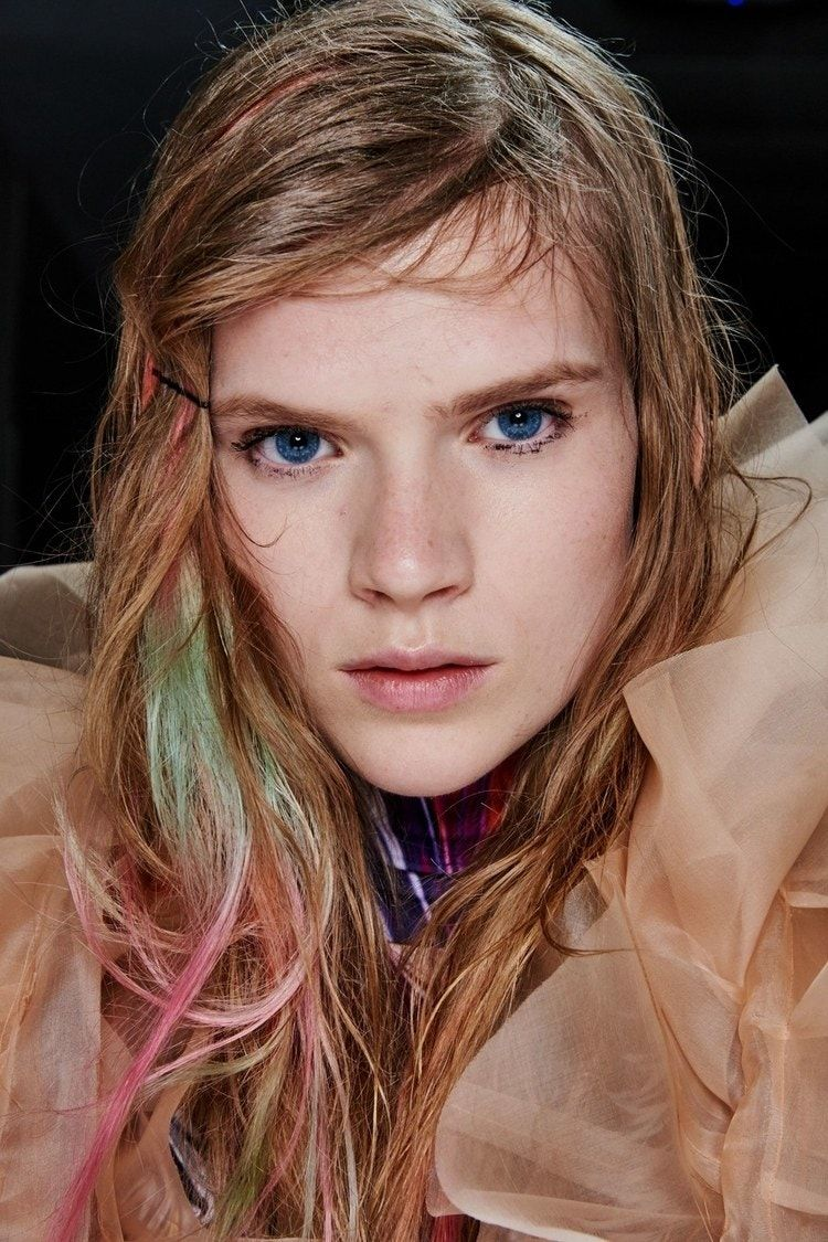 8 Hair Color Trends You Ll Want To Try For Fall Winter 2019 2020 Hair Color Trends Reverse Ombre Hair Ombre Hair Blonde