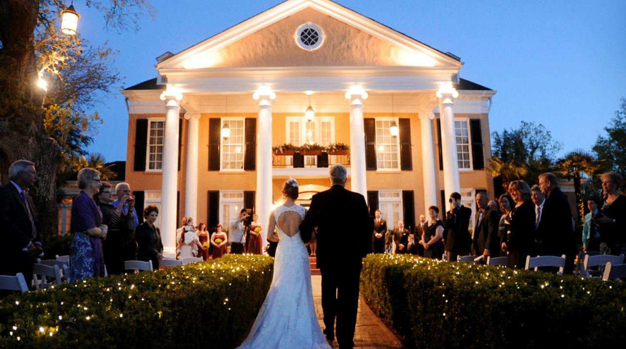Southern Oaks Plantation New Orleans, LA Best of B&B New Orleans 2014: Wedding Venues  on Borrowed & Blue.  Photo Credit: Robert Faust Photography #weddings #southernoaksplantation #southernoaks #plantation #neworleanswedding #neworleans #louisiana #theknot #bride #wedding #destinationwedding