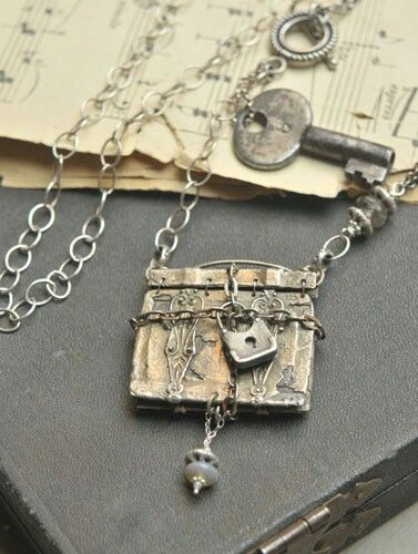 http://www.cooltools.us/Christi-Anderson-Jewelry-Design-Gallery-s/1507.htm