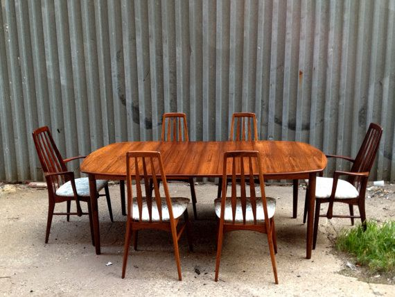 Pristine, Beautifully Patterned Danish Modern Rosewood Dining Table With  Two Leaves And Six Rosewood Niels