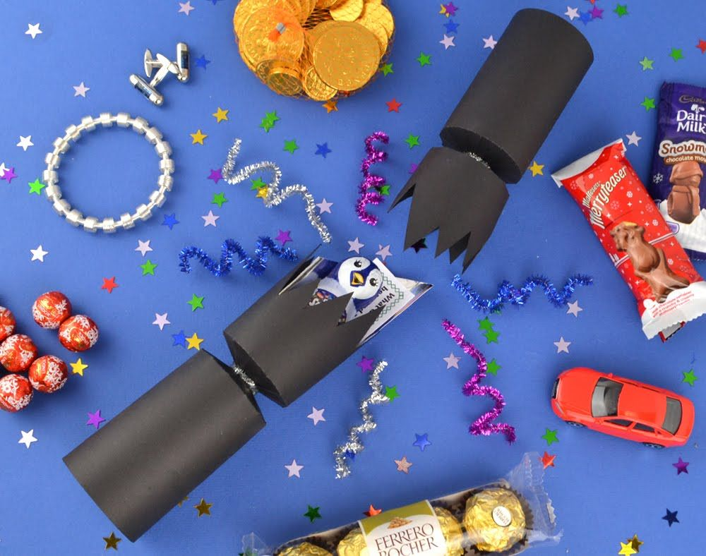 Filling handmade christmas crackers the littlecraftybugs company make your own crackers with our huge range of fill your own christmas cracker kits and supplies from cracker snaps and cracker fillers to christmas solutioingenieria Image collections