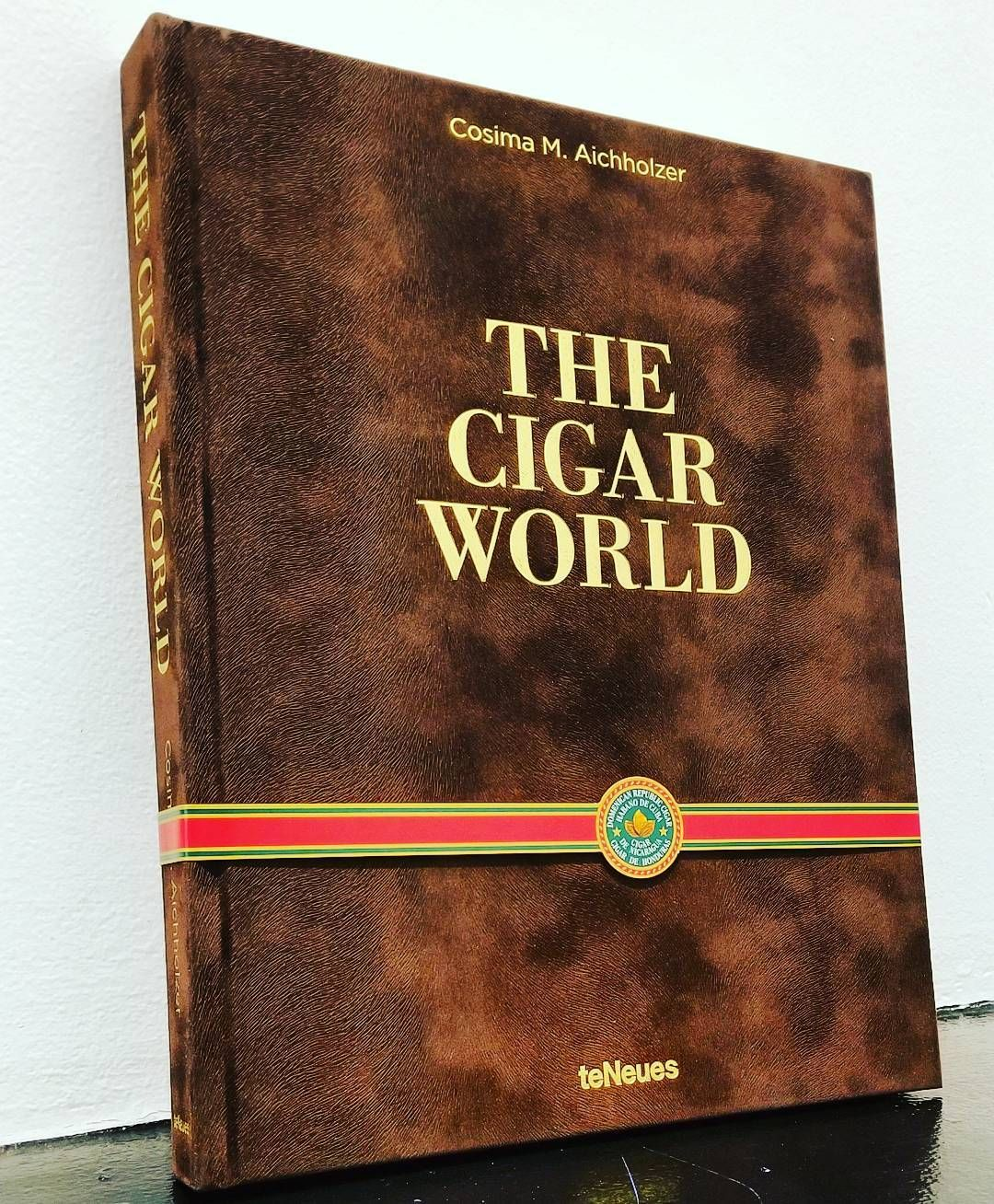 Luxury exclusivity status for centuries the cigar has been a luxury exclusivity status for centuries the cigar has been a symbol for the special and extraordinary biocorpaavc Images