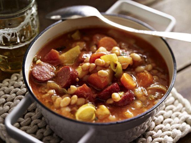 Immer-wieder-aufwärm-Suppe mit Bohnen und Mettenden Rezept | LECKER