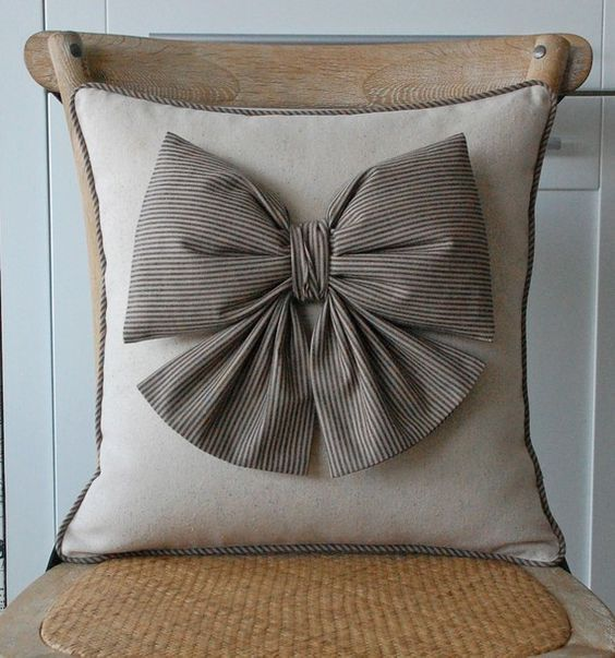 Cuscini Senza Fodera.Puffy Bow Taupe Cuscini Applique Cuscini Decorativi E Cuscini