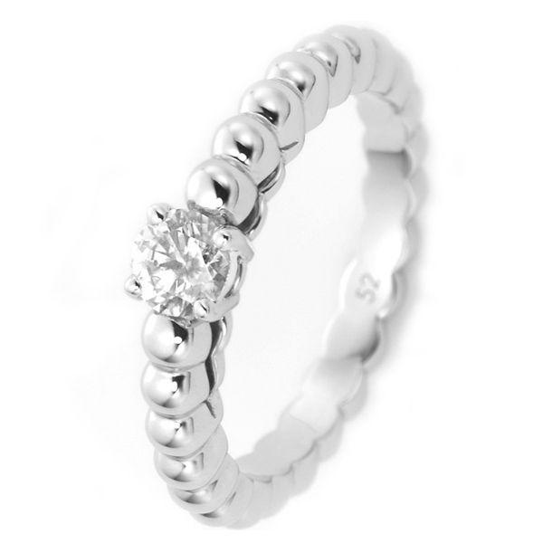 ペルレ ソリティア ホワイトゴールド - Van Cleef & Arpels(ヴァン クリーフ&アーペル)の婚約指輪(エンゲージメントリング)ヴァンクリーフアーペルの婚約指輪・エンゲージリングをまとめました!