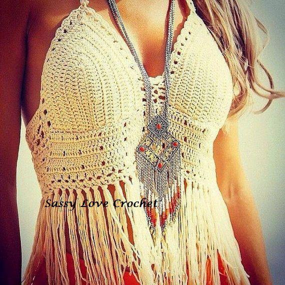 a3ba64bc1c Fringed boho halter Crochet Bra, Crochet Tops, Top Pattern, Free Pattern,  Cropped