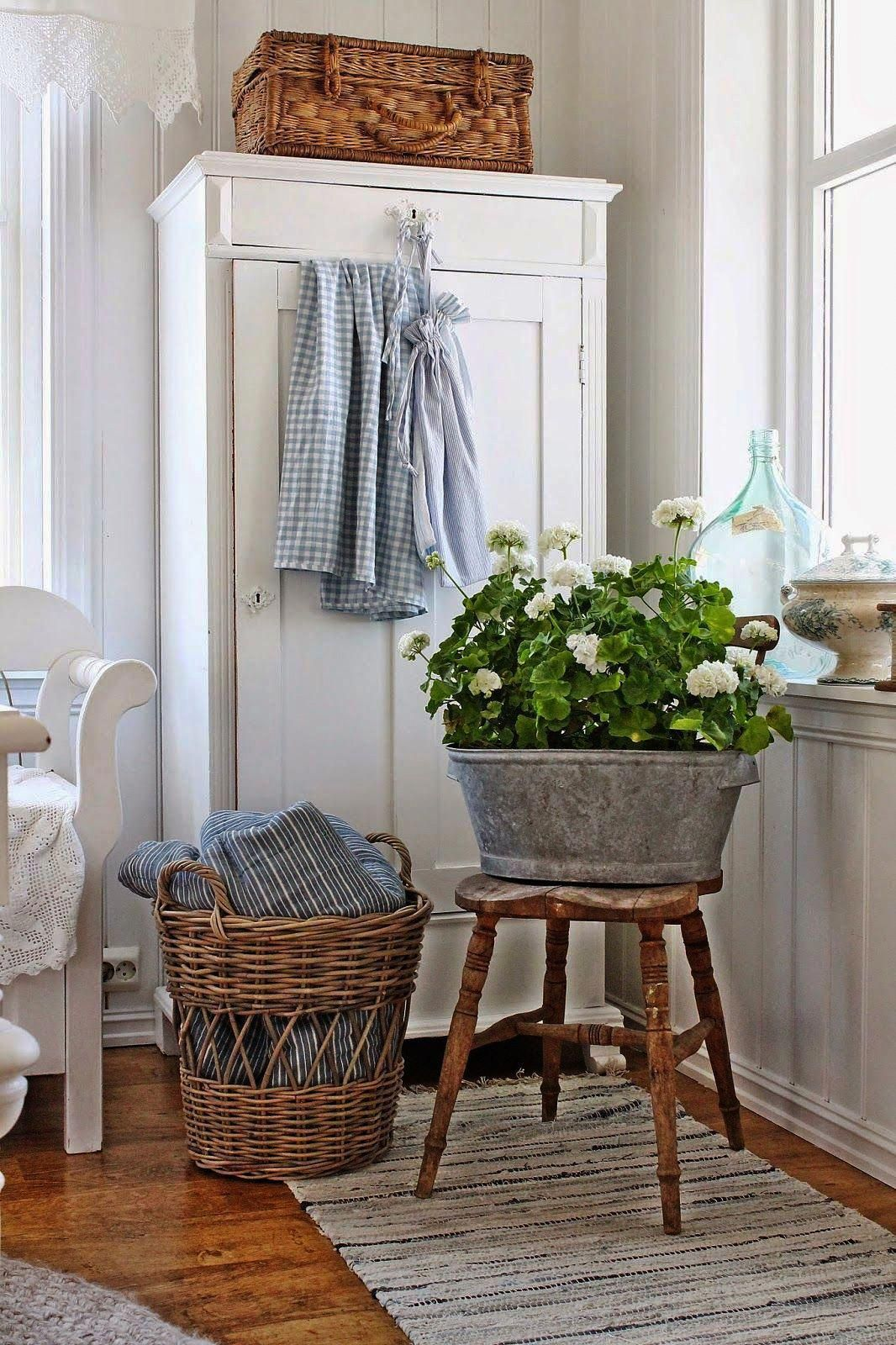 Shabby Chic Style Table And Chairs Shabby Chic Home Decor ...