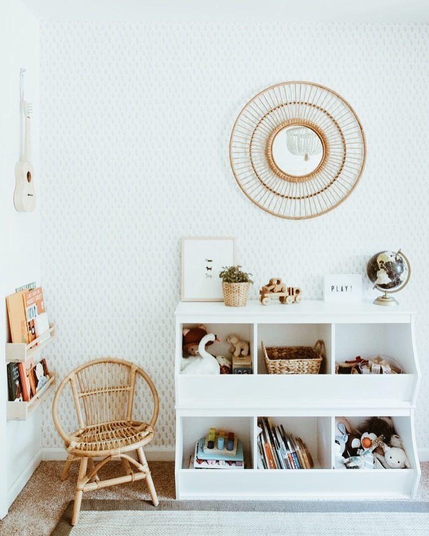 Schönes Regal mit Rattansessel fürs Kinderzimmer #Kinderzimmer ...