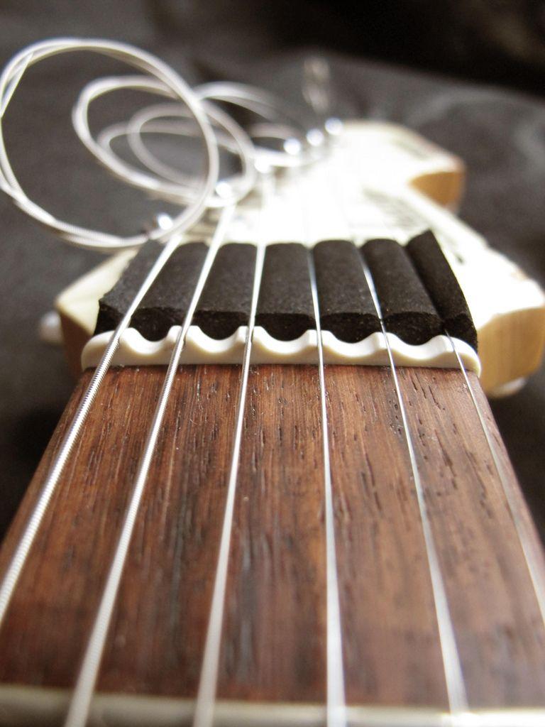 Scalloped Nut Flickr Photo Sharing Rastilho Guitarras Oficina De Trabalho