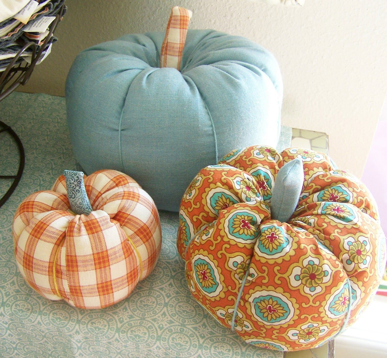 So I decided to jump on the fabric pumpkin bandwagon. Have you seen how many versions are out there in blogland ? I used Danielle Thompson...