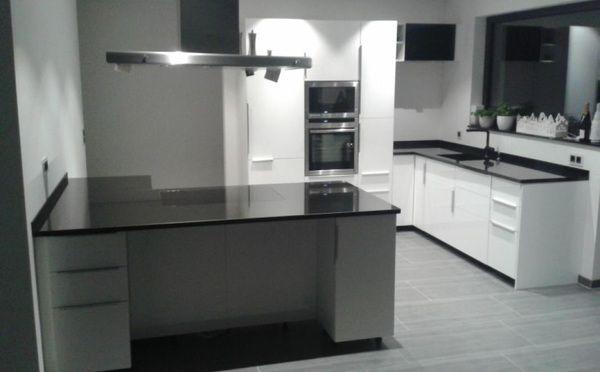 So schön kann eine #Küche mit dem #Granit Nero Devil Black werden - u küchen bilder