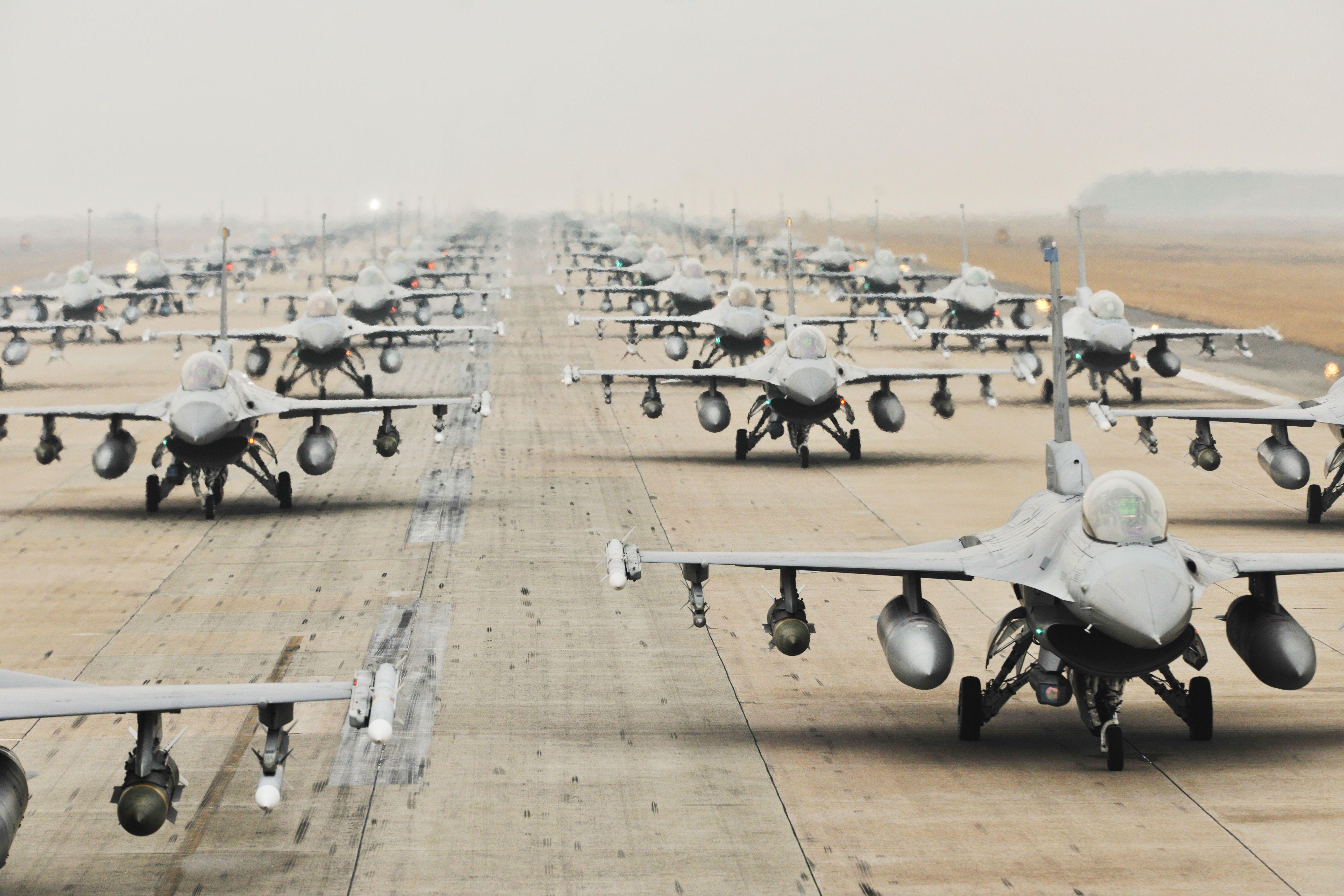 Pin De Bryce W En Dc Aviones De Combate Fuerza Aerea Paises Arabes