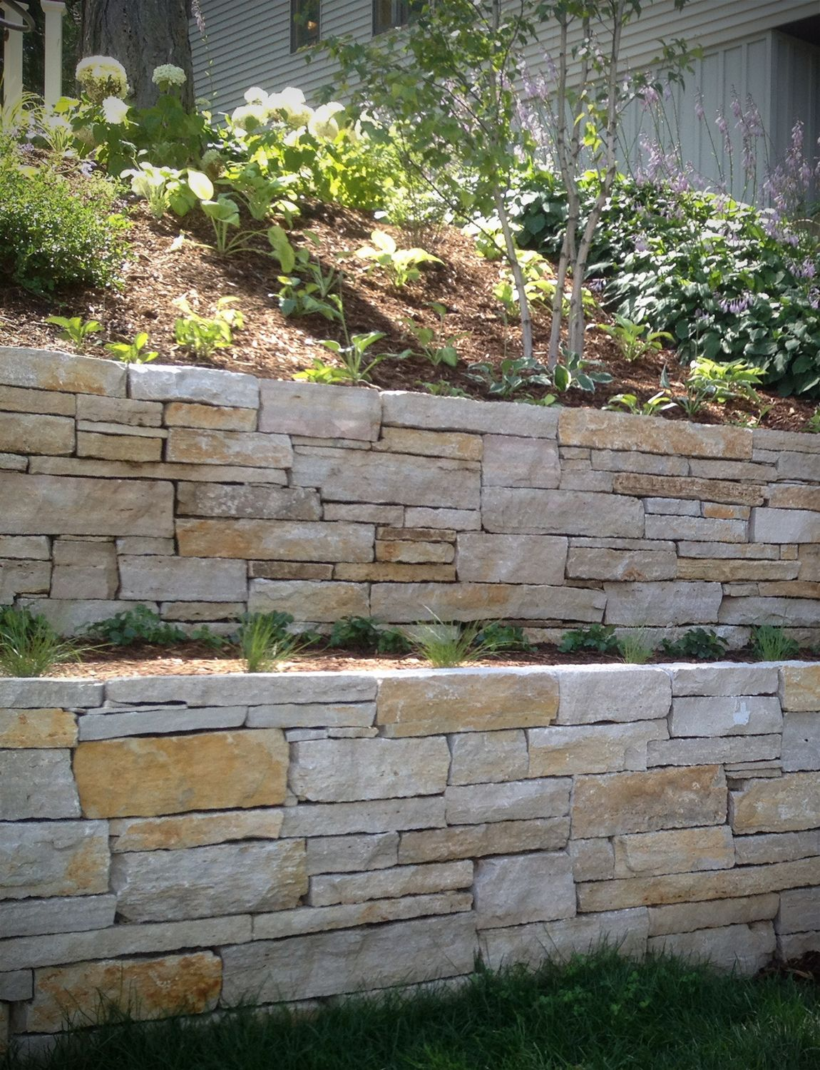 Dry Stacked Stone Retaining Wall Stone Step Landscape Design Veneer Stone In 2020 Landscaping Retaining Walls Stone Retaining Wall Landscape Design