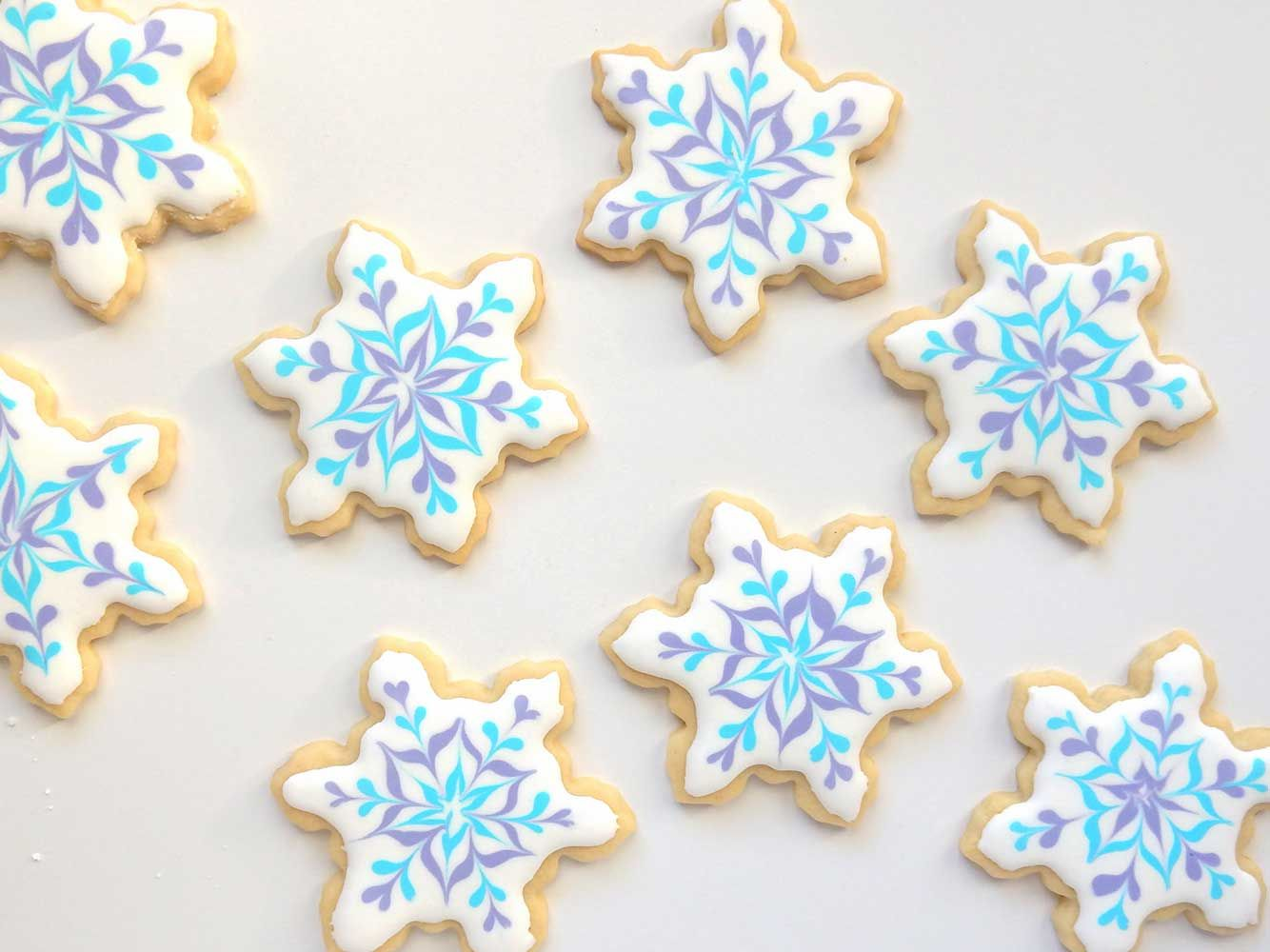 Snowflake sugar cookies. How to decorate using royal icing ...