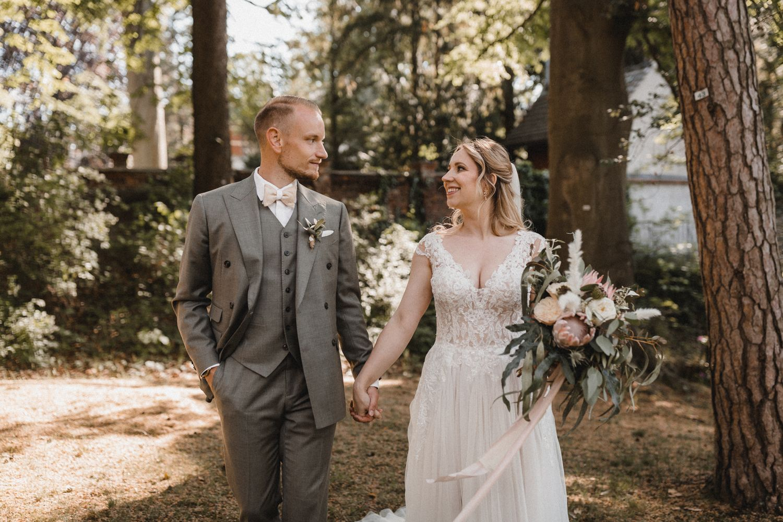 Unsere Hochzeit Der Schonste Tag In Unserem Leben Alexandra Winzer Kleid Hochzeit Hochzeit Hochzeitskleid Spitze