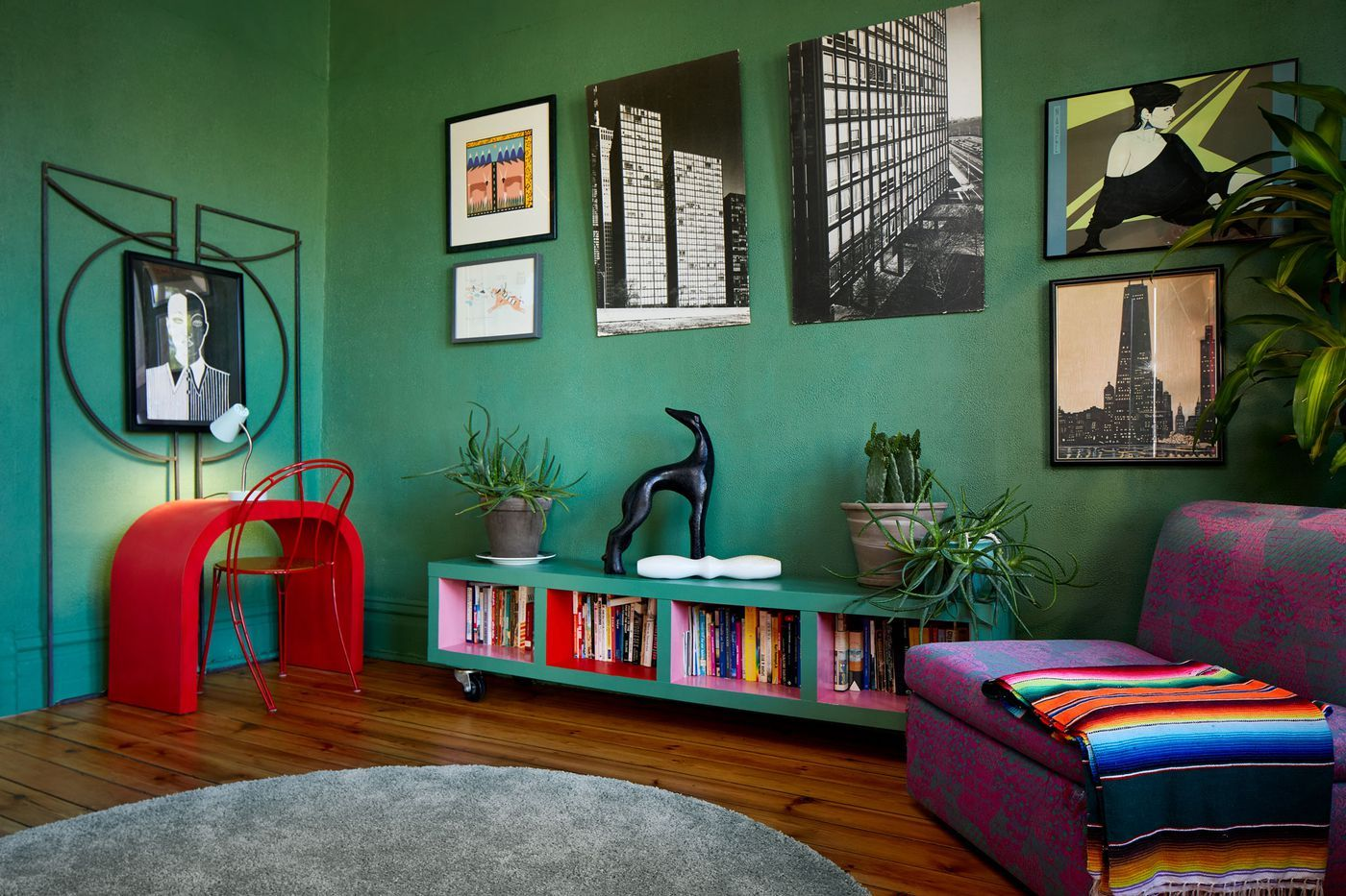 Renovated Bridgeport Cottage Is An Ode To The 80s Interior Living Room Color House Interior