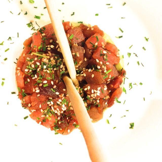 Red tuna tartar with guacamole @lacavita