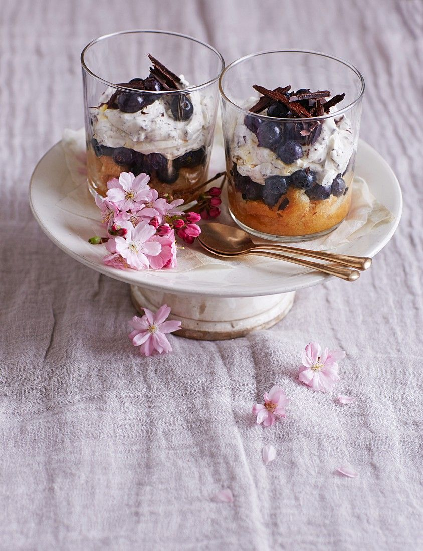 blaubeer mascarpone trifel mit schokolade rezept desserts and ice cream mascarpone. Black Bedroom Furniture Sets. Home Design Ideas