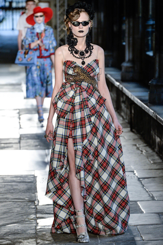 8f1856523e1f8 Gucci Resort 2017 Fashion Show in 2019