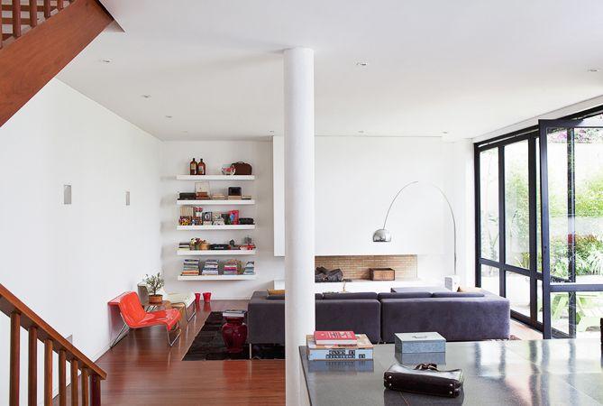 La columna central entre funciones de piso y la sala y el comedor ...