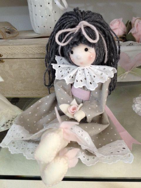 Bambina seduta tutta realizzata a mano da me.   Bambole di ...