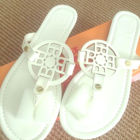 Never worn! So cute white sandals . Hi! I'm Nicole. Some of my favorite brands are PINK Victoria's Secret, Louis Vuitton, lululemon athletica, and Free People. Thanks for stopping by! Feel free to leave me a comment so that I can check out your closet too. :) a'gaci Shoes Sandals