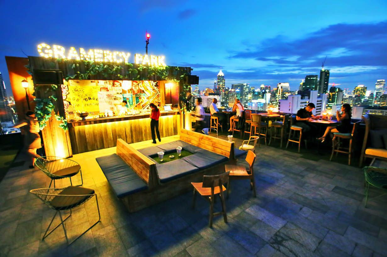 Graceful Balcony Bar Bukit Indah That Look Beautiful Rooftop Design Rooftop Bar Design Rooftop Restaurant Design