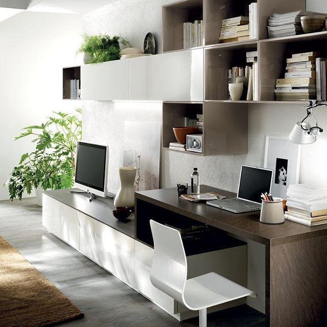 Boa Tarde Inspiracao Hoje Com Esse Home Office Integrado Ao Living Room Moderno Quem Gosta Desk In Living Room Living Room Tv Room Design