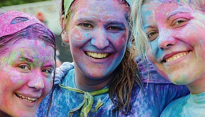 Unattractive friends boost your attractiveness study says - CBS46 News Atlanta