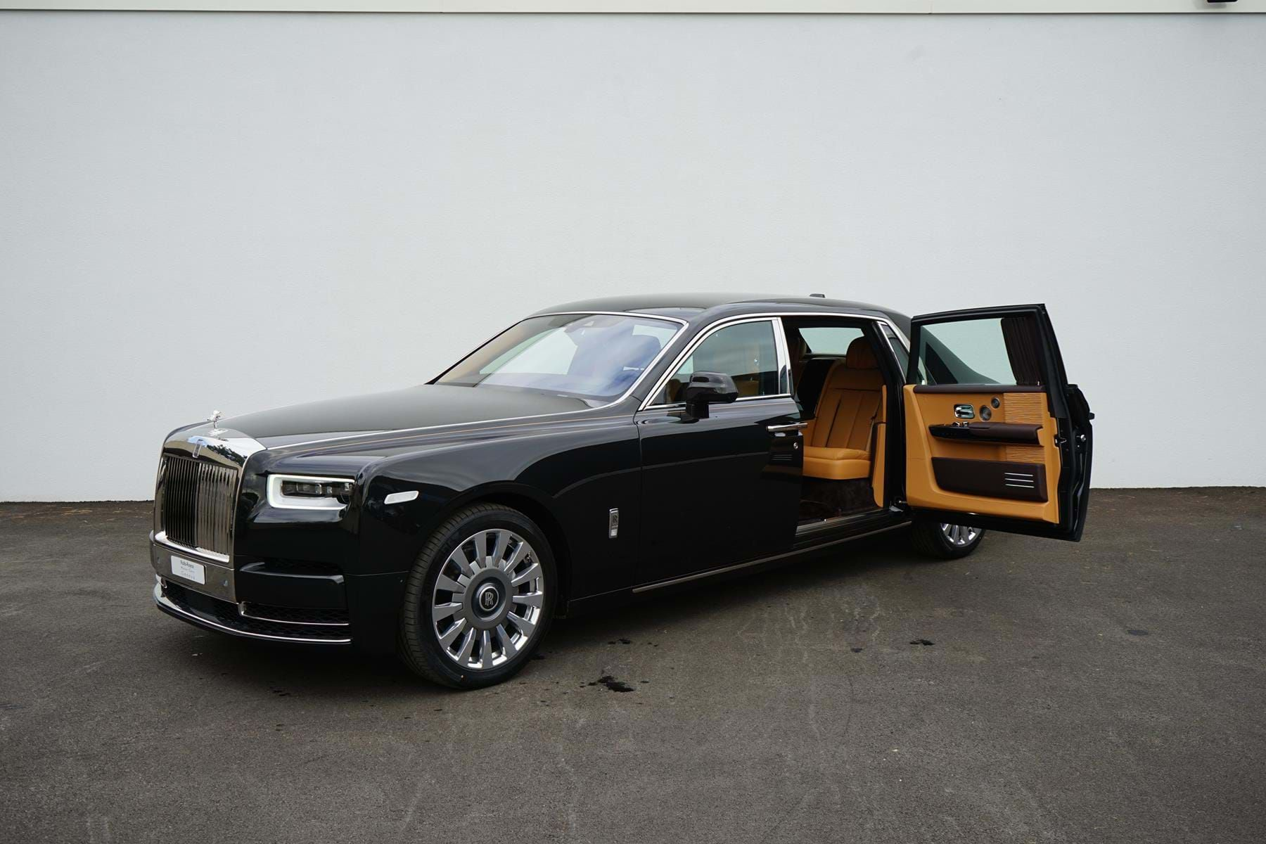Rolls Royce Phantom Viii Extended Wheelbase Luxury Pulse Cars Swaziland For Sale On Luxurypulse Rolls Royce Phantom Luxury Cars Rolls Royce Rolls Royce